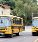Ônibus escolares da Prefeitura fazem transporte de passageiros