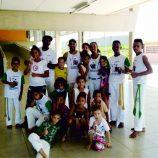 Projeto de capoeira ensina história, além de golpes