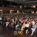 Seja líder de si mesmo: Augusto Cury palestra para centenas no Clube Mogiano