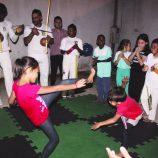 Projeto de capoeira une cerca de 40 crianças e jovens do Floresta e Jardim Planalto