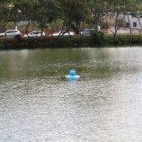 Aeradores são instalados no lago do Zerão, no Complexo Lavapés, pela Prefeitura