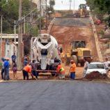 Após 40 anos, primeiras ruas do Pq. das Laranjeiras começam a receber asfalto