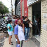 Eleitores fizeram longas filas para não perder o prazo do cadastramento biométrico