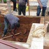 Túmulo cede e seis pessoas caem durante sepultamento em Mogi
