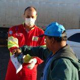 Renovias distribui kits de alimentação para os caminhoneiros nas pitas