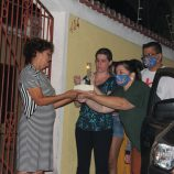 80 ANOS DE VIDA: Isolada em casa, dona Margarida ganha linda festa surpresa