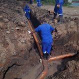 Novas redes de água e esgoto são instaladas no loteamento Domênico Bianchi pelo Saae