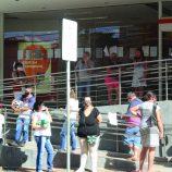Bancos e casas lotéricas da cidade têm registrado filas e aglomerações na semana