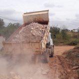 Secretaria de Agricultura executa reparos em 5 ruas do Parque das Laranjeiras, na ZL