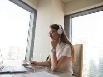 Os cuidados com o fone de ouvido no home office