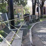 #FIQUE EM CASA: bancos de praças são lacrados  para reforçar isolamento
