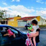 'Charreata' de bebê surpresa para a mamãe Ligia e a filhinha Luísa