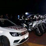 Ação conjunta entre CGM e PM dispersa aglomerações e autua veículos irregulares
