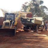 Manutenção de estradas rurais alcança diversas regiões do município