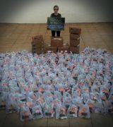 Projeto de Mika Picin distribui mais 200 kits para crianças