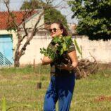Jardim Regina e 'Remada do Bem' dão exemplo ambiental com plantio de árvores