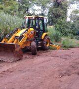 Frentes de trabalho realizam melhorias em estradas rurais em 4 regiões do município