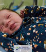 Primeiro bebê de 2021 é uma menina, que nasceu no Hospital 22 de Outubro