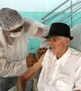 Plano de Vacinação chega a 303 idosos de ILPI's com a vacina de Oxford/AZ