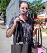 Érika 'Colorrindo', a  voluntária que leva cor, amor e alegria a idosos