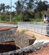 Prefeitura reforma cabeceira de ponte de ligação entre Pq. Laranjeiras e Jardim do Lago