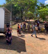 Moradores do Vergel recebem cestas básicas doadas pela Assistência Social